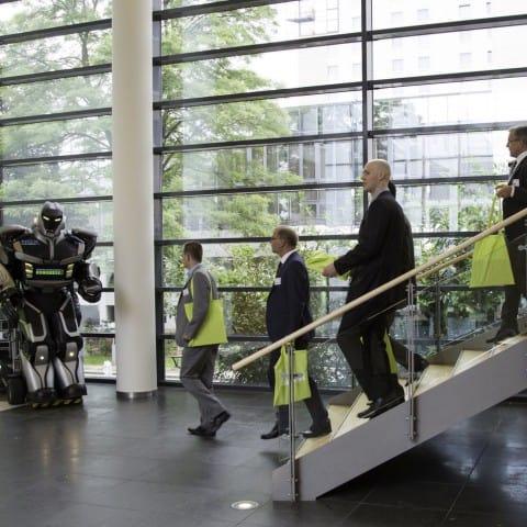 Empfang_begruessung_Roboter